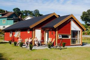 Four-Bedroom Holiday home in Bjoa 4