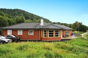 Five-Bedroom Holiday home in Auklandshamn 2