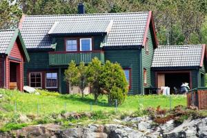 Five-Bedroom Holiday home in Bøvågen 3