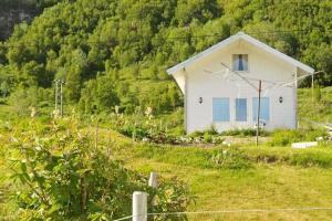 Three-Bedroom Holiday home in Vannvåg