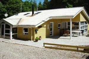 Four-Bedroom Holiday home in Glesborg 1