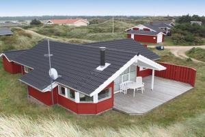 Two-Bedroom Holiday home in Vejers Strand 2
