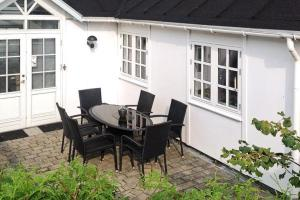 Three-Bedroom Holiday home in Strøby 5