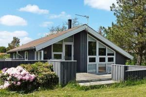 Three-Bedroom Holiday home in Strandby 12