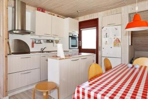 Two-Bedroom Holiday home in Glesborg 20