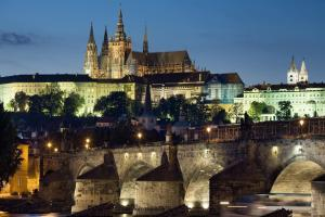 (Charles Bridge International)