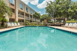Baymont Inn & Suites - Gainesville