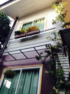Baan Jaru, Гостевые дома  Чианграй - big - 60