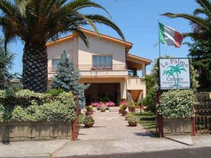 Nearby hotel : Affittacamere Le Palme