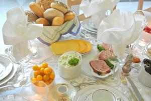 B&B Azee, Bed and Breakfasts  Ostende - big - 21