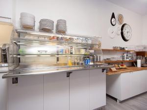 Kef Guesthouse at Grænásvegur, Bed & Breakfasts  Keflavík - big - 31
