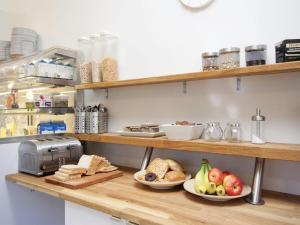 Kef Guesthouse at Grænásvegur, Bed & Breakfasts  Keflavík - big - 30