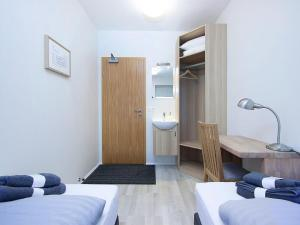 Kef Guesthouse at Grænásvegur, Bed & Breakfasts  Keflavík - big - 2