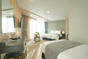 Benikea I-Jin Hotel, Hotel  Jeju - big - 26