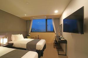 Benikea I-Jin Hotel, Hotel  Jeju - big - 24