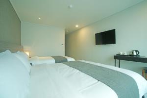 Benikea I-Jin Hotel, Hotel  Jeju - big - 32