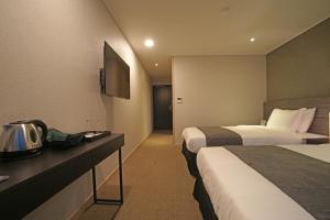 Benikea I-Jin Hotel, Hotel  Jeju - big - 34
