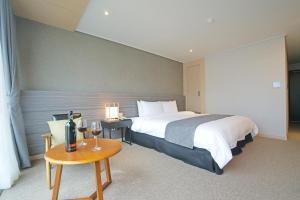 Benikea I-Jin Hotel, Hotel  Jeju - big - 14