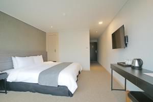 Benikea I-Jin Hotel, Hotel  Jeju - big - 16