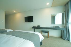 Benikea I-Jin Hotel, Hotel  Jeju - big - 17
