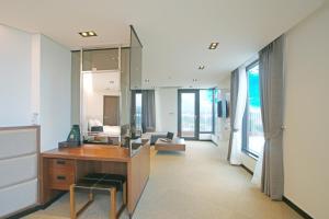 Benikea I-Jin Hotel, Hotel  Jeju - big - 18