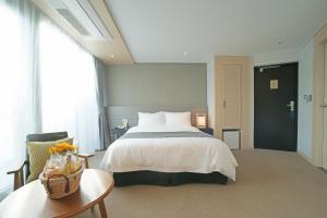 Benikea I-Jin Hotel, Hotel  Jeju - big - 19
