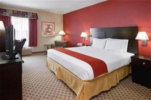 Quality Inn & Suites Oakwood Village