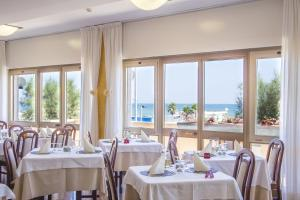 Hotel Touring, Hotels  Misano Adriatico - big - 83