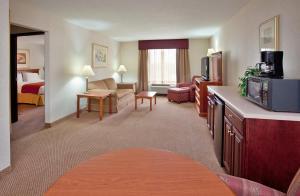 Baymont Inn & Suites Highland
