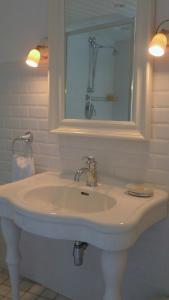 Chambres d'Hôtes La Pommetier, Bed & Breakfasts  Arromanches-les-Bains - big - 4