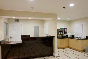 Burbank Inn and Suites, Мотели  Бербанк - big - 14