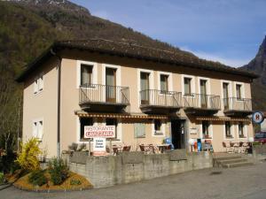 Ristorante Garni Lavizzara - Hotel - Sornico