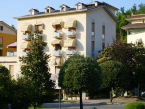 Nearby hotel : Albergo Marenghi