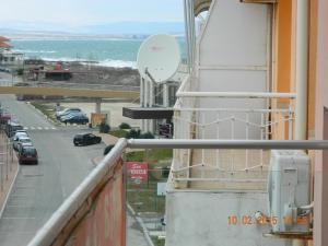 Apartment Breeze photos
