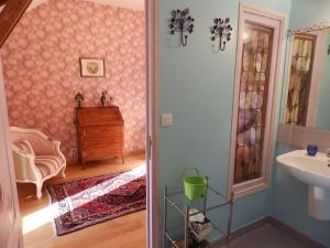 Chambres d'Hôtes Logis de l'Etang de l'Aune, Bed and breakfasts  Iffendic - big - 29