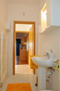 Apartment Lea, Apartmány  Trogir - big - 9