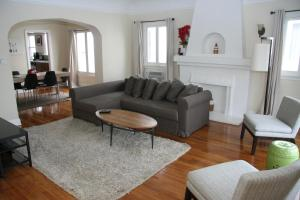 Vintage Two Bedroom West Hollywood Vacation Apartment 3