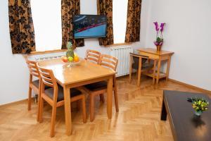 Villa Romantika, Apartmány  Zlatibor - big - 54