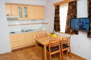 Villa Romantika, Apartmány  Zlatibor - big - 5