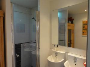 スタンダード ダブルルーム 共用バスルーム