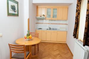 Villa Romantika, Apartmány  Zlatibor - big - 26
