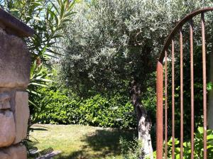 Aux 2 Maisons, Prázdninové domy  Mouriès - big - 4