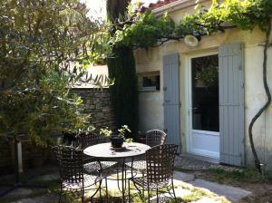 Aux 2 Maisons, Prázdninové domy  Mouriès - big - 6