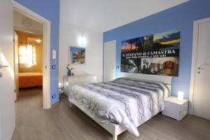 B&B La Grande Mela, Bed and Breakfasts  Santo Stefano di Camastra - big - 1