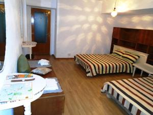 Bloc Colonadelor, Hostels  Bukarest - big - 17