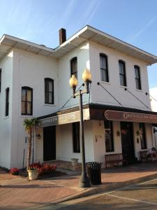 Hotels Reviews: Greenville Inn & Suites – Prices, Picture & Deals