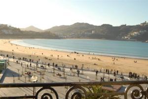 San Sebastian front beach property, Ferienwohnungen  San Sebastián - big - 8