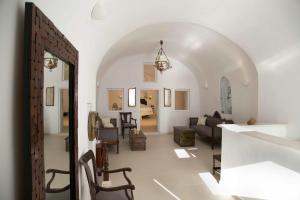 Dimitrios Cave House(Firostefani)