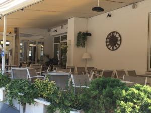 Hotel Touring, Hotely  Lido di Jesolo - big - 79