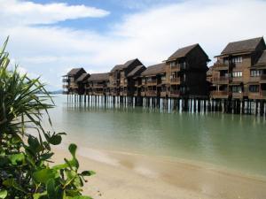Sea Village Private Unit @ Langkawi Lagoon Resort, Üdülőközpontok  Kampung Padang Masirat - big - 17